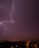 Schöner starker Blitz, Nachtfoto Lizenzfreie Stockfotografie