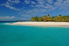 Schöner Strand auf Palmen-Insel Stockfotografie