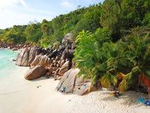 Schöner Strand bei den Seychellen lizenzfreie stockbilder
