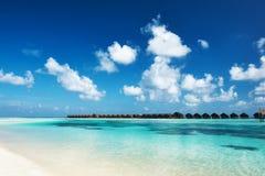 Schöner Strand bei Malediven stockfotos