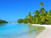 Schöner Strand in einer Fuss-Insel, Aitutaki, Koch-Inseln Stockfoto