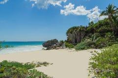 Schöner Strand im archäologischen Museum, Tulum, Maya Mexikos, karibisches Meer, Riviera Stockfotos
