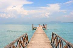 Schöner Strand im See Garda stockfotografie
