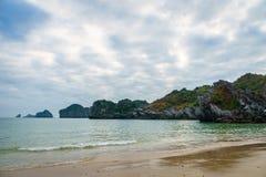 Schöner Strand in Südostasien, Cat Ba, Halong-Bucht, Vietnam Stockbild