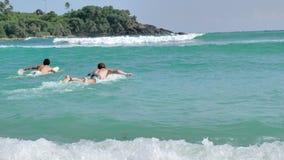 Schöner Strand Slowmotion 4k Surfer-Sri Lankas stock video footage