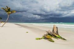 Schöner Strand Sturmhimmel über dem Meer Lizenzfreie Stockfotografie