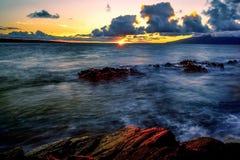 Schöner Strandsonnenuntergang lizenzfreie stockfotografie