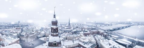 Schöner Tag des verschneiten Winters in Lettland Stockbilder
