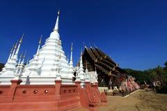 Schöner Tempel und Buddha in Thailand Stockfoto