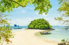 Schöner tropischer Sand-Strand Lizenzfreie Stockfotografie