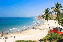Schöner tropischer Strand in Vagator, Indien Stockfoto