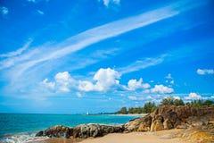 Schöner tropischer Strand von Khao Lak Phangnga in Thailand Stockfotos