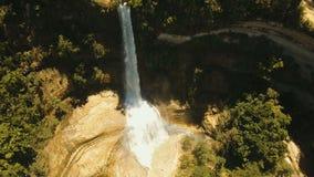 Schöner tropischer Wasserfall Insel Philippinen Bohol stock footage