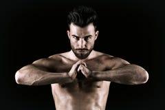 Schöner und der Gesundheit athletischer muskulöser junger Mann lizenzfreies stockbild