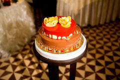 Schöner und geschmackvoller Kuchen am Hochzeitsempfang Lizenzfreie Stockbilder