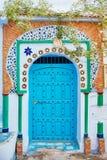 Schöner verschiedener Satz blaue Türen der blauen Stadt von Chefchao stockbilder