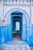 Schöner verschiedener Satz blaue Türen der blauen Stadt von Chefchao lizenzfreies stockfoto