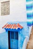 Schöner verschiedener Satz blaue Türen der blauen Stadt von Chefchao lizenzfreies stockbild