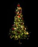 Schöner verzierter und belichteter Weihnachtsbaum Stockbild