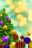 Schöner verzierter Weihnachtsbaum auf abstraktem Hintergrund stock abbildung
