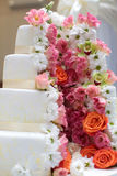 Schöner vierlagiger Kuchen Stockbilder