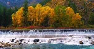 Schöner Washington Autumn Nature Scenery- - Wenatchee-Fluss stockbilder