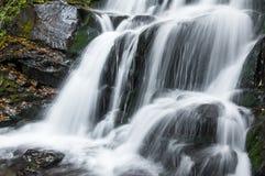Schöner Wasserfall Lizenzfreie Stockbilder