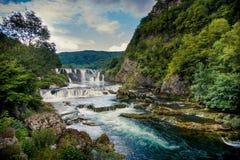 Schöner Wasserfall Stockfotografie