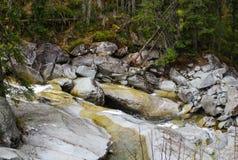 Schöner Wasserfall in den Bergen - Europa, hohes Tatras stockfotos
