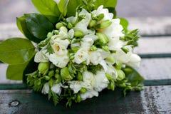 Schöner weißer Hochzeitsblumenstrauß Stockfotografie