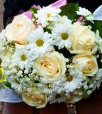 Schöner weißer Hochzeitsblumenstrauß stockbild