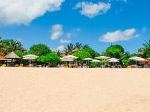 Schöner weißer Sandstrand auf der Insel von Bali in Nusa-DUA-Bereich Stockbild