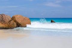 Schöner weißer Sandstrand in Seychellen stockfoto