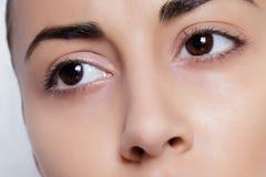 Schöner weiblicher Augenabschluß oben Stockfotos