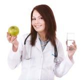 Schöner weiblicher Doktor mit Stethoskop. Stockfotos