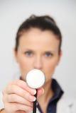 Schöner weiblicher Doktor mit Stethoskop Stockfoto