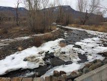 Schöner Winterstrom in der Stadt von Kamloops Lizenzfreies Stockfoto