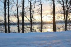Schöner Wintertag Schnee auf der Straße Lizenzfreie Stockfotos