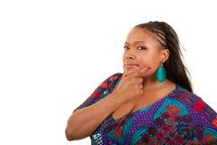 Schönes Afroamerikanerfrauendenken lizenzfreie stockfotografie