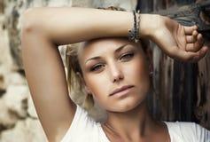 Schönes Art- und Weisefrauen-Portrait lizenzfreies stockbild