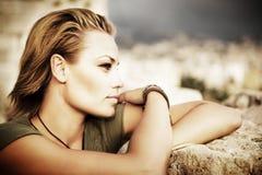 Schönes Art- und Weisefrauen-Portrait lizenzfreie stockfotos