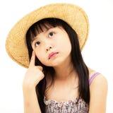 Schönes asiatisches Denken des kleinen Mädchens Lizenzfreies Stockbild