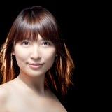 Schönes asiatisches Mädchen mit vollkommener Haut Stockfoto