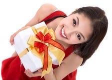 Schönes Asien-Frauenabnutzung Weihnachtsmann-Kostüm Stockbild