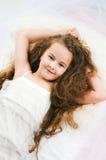 Schönes aufwachendes Mädchen Stockfoto