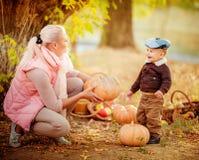 Schönes Baby und Mutter Lizenzfreies Stockbild