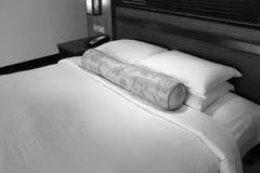 Schönes Bett lizenzfreies stockbild