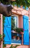 Schönes blaues Fenster Stockfoto