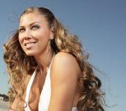 Schönes blondes auf Blau Lizenzfreie Stockbilder