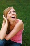 Schönes blondes draußen lachen Lizenzfreie Stockbilder